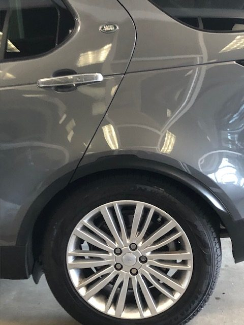 LANDROVER Tire on Discovery Luxury