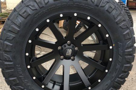 20x10-xd-heist-818-black-wheel-35x12.50r20-nitto-ridge-grappler