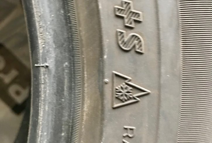 205/55/16 barely used winter tire set of 4 - Image 7
