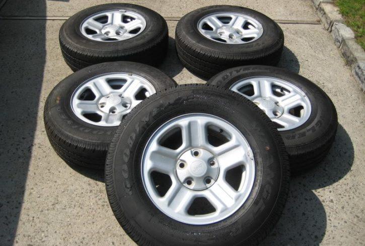jeep-wrangler-stock-wheels-img-3192